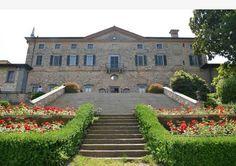 Palazzo Pizzini - A nord, verso le Torbiere, si estende il parco all'inglese che segue le forme naturali. Una volta era abbellito da statue, ora sostituite da animali in bronzo.