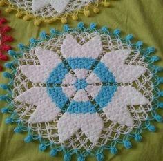 Crochet Doilies, Crochet Stitches, Quilt Pattern, Macrame Toran Designs, Quilt Inspiration, Baby Knitting Patterns, Crochet Patterns, Pfaff, Diy Crafts