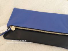 This is verybig sale price!! I love clare vivier clutch❤️