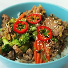 Start your New Year off right with this better-for-you teriyaki beef bowl. You can pick up all the delicious ingredients for this easy dinner tonight from Kroger. Asian Recipes, Beef Recipes, Cooking Recipes, Healthy Recipes, Healthy Meals, Dinner Healthy, Teriyaki Beef Bowl Recipe, Dinner Tonight, Tasty Dishes