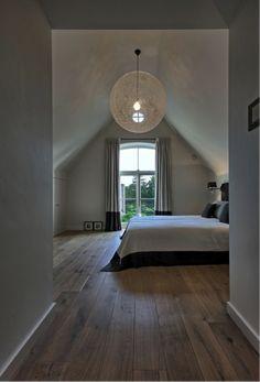 52 Comfy Attic Bedroom Design And Decoration Ideas bedroom Attic Master Bedroom, Attic Bedroom Designs, Attic Rooms, Bedroom Loft, Home Bedroom, Bedroom Decor, Bedroom Ideas, Wooden Bedroom, Light Bedroom