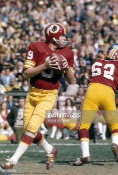 - CIRCA Quarterback Sonny Jurgensen of the Washington Redskins drops back to pass against the New York Giants, during a circa early NFL football game at RFK stadium in Washington,. Redskins Players, Redskins Football, Nfl Football Players, School Football, Nfl Photos, Sports Photos, American Football League, National Football League, Nfl Uniforms