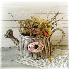 Recycled Crafts, Diy And Crafts, Recycle Newspaper, Flower Pots, Flowers, Wicker, Recycling, Weaving, Knitting