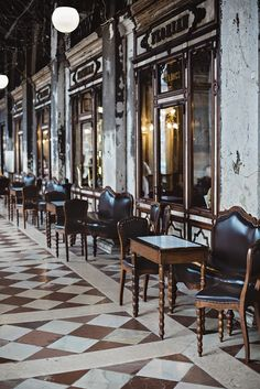 The Oldest Cafe In Venice - CHRISTINA GREVE