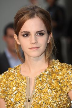 i love emma watson because she is one of the very few respectable celebrities. and i also wish i could be her..