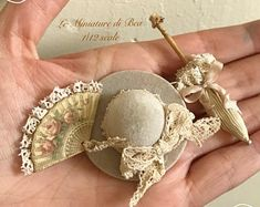 retro shabby hat - miniature - dolls house - hand made hat - miniature - dolls house - hand made - shabby chic Dollhouse Accessories, Doll Accessories, Fancy Hats, Mini Things, Doll Furniture, Miniture Things, Miniature Dolls, Dollhouse Miniatures, Barbie Dolls