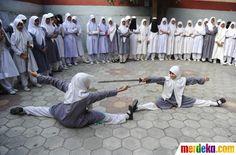 """Aksi siswi berjilbab berlatih seni bela diri """"Vovinam"""" di India"""