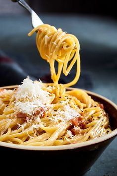 Pasta Carbonara, Sauce Recipes, Pasta Recipes, Beste Bolognese, Spaghetti Squash Recipes, Tapas, Food Porn, Food And Drink, Lunch