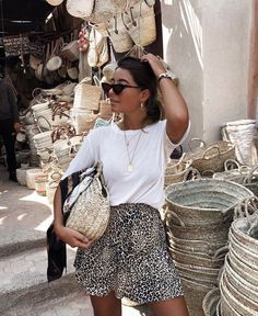 Leopard skirt/ woven purse / woven bag/ white T-shirt outfit / casual day oufit Fashion Mode, Trendy Fashion, Fashion Looks, Fashion Outfits, Womens Fashion, Fashion Trends, Moda Outfits, Cute Outfits, Spring Summer Fashion