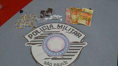 Equipe Delta da PM flagra menina vendendo droga no Jardim Peabiru -   A Polícia Militar registrou na madrugada desta quarta-feira, dia 15, um caso de tráfico de drogas no Jardim Peabiru. Em patrulhamento pelo bairro, os policiais da equipe Delta, Cabo Douglas e Soldado Rute, prenderam uma jovem, de 18 anos, no momento em que fazia a venda de - http://acontecebotucatu.com.br/policia/equipe-delta-da-pm-flagra-menina-vendendo-droga-no-jardim-peabiru/