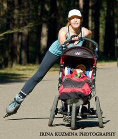 Rollerblading while pushing baby stroller. This looks like fun but I'd probably wipe out and the stroller would go flying down an embankment. Best Double Stroller, Double Strollers, Baby Strollers, Jogging Stroller, Fitness Tips, Fitness Motivation, Inline Skating, Outdoor Workouts, Health Fitness