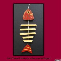 Un 1er Avril sans un poisson accroché dans le dos...non non impossible !!! Voici nos petits poissons qui sont bien simple à faire.... Bravo mes Loulous !! - carton récup - peintures - gommettes - gommettes ...