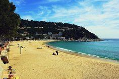 Playa de Llafranc http://ift.tt/1RuZveO . #costabrava #redcostabrava #viaje #girona #emporda #catalunyaexperience #catalunyafotos  #bestplacestogo #mediterranean  #mediterraneo  #travel #traveling #picoftheday #fotodeldia #КостaБрава ..  info http://ift.tt/1EOM95f