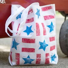 Make a stars and stripes bag with hand-carved stamps. Easy basic shapes and gridded pattern make this a great way to try stamp carving! Fourth Of July Crafts For Kids, Diy Crafts For Kids Easy, Crafts For Girls, Craft Activities For Kids, Diy Craft Projects, 4th Of July, Kids Diy, Craft Ideas, Crafty Kids