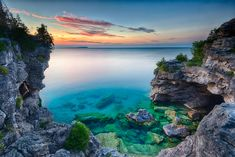 Unworldly, yet world renowned and breathtakingly beautiful. The Grotto is one of the most identifiable landmarks of Bruce Peninsula National Park in Ontario, Canada Lac Huron, Cool Places To Visit, Places To Go, Tobermory Ontario, Ontario Place, Ontario Travel, Canada, Turquoise Water, Trip Planning
