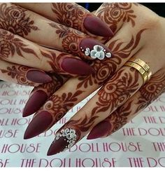 Latest Bridal Full Hand And Feet Mehandi Design Full fit latest mehandi designs for bridal 2017 ammazing and unique henna designs. Modern Mehndi Designs, Mehndi Design Pictures, Beautiful Henna Designs, Beautiful Mehndi, Latest Mehndi Designs, Arabic Mehndi Designs, Mehndi Patterns, Mehndi Desing, Pretty Designs
