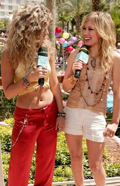Shakira & Hilary at Summer Strip 2006