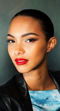 Lais Ribeiro ♥ Bold brows, cateye liner, red lips