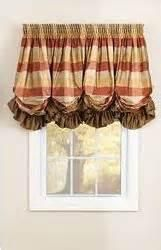 Offer a softer look in a shade, and they also control light and privacy. Balloon Shades feature deep vertical pleats or gathers. Fabric motifs can be featured in the flat sections between the pleats. Balloon Curtains, Diy Window Treatments, Window Decor, French Country Living Room, Diy Curtains, Balloon Shades, Window Coverings, Window Styles, Custom Window Treatments