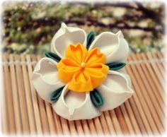 Spring Daffodil Japanese Kanzashi Brooch Pin by sakuradancer, $14.99