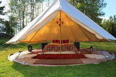 Glamping《glamourous(グラマラス)+camping(キャンピング)からの造語》