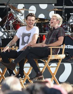 Louis Tomlinson breaks the 'chonce' news to a clueless Niall Horan  - Sugarscape.com