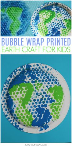 This fun bubble wrap printed Earth craft is perfect as an Earth Day activity for kids or as a space craft if you're learning about the solar system! A fun painting activity for kids that reuses items that might otherwise just go straight in the bin. #kidscrafts #kidsactivities