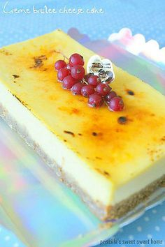 Crème Brulee Cheesecake: makes one 6x6square cheesecake Ingredients Base: 60g digestives 30g melted butter Cheesecake: 26g cream cheese 26g caster sugar 52g yolks 26g egg 182g cream 68g sour cream 1 tsp vanilla