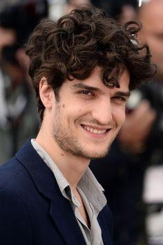 Blog LP dá dicas de cortes de cabelo pros homens - e pros pais -, no site! Na foto, o ator francês Louis Garrel