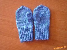 Návod je na dětské rukavičky, asi na roční dítě, pleteno z akrylové příze, krátké jehlice 3,5....