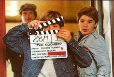 Sean Astin and Corey Feldman on set of The Goonies 80s Movies, Iconic Movies, Great Movies, Movie Tv, Movie Theater, Cult Movies, Theatre, Scene Photo, Movie Photo