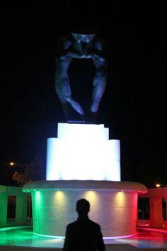 ADUNATA ALPINI: FONTANA LUMINOSA TRICOLORE SALUTA LE PENNE NEREAbruzzo Web Quotidiano on line per l'Abruzzo. Notizie, politica, sport, attualitá.