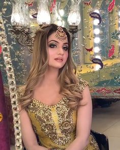 Lehenga Hairstyles, Top Hairstyles, Braided Hairstyles, Bridal Makeup Looks, Bride Makeup, Bridal Looks, Beautiful Indian Brides, Beautiful Bride, Saree Fashion