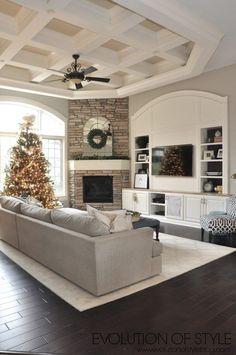 Christmas Family Room #modernfamilyroomdesign