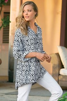 An exotic print and boyfriend-inspired shape make our Salina Shirt a summer must-have. Pair it with white denim for a perfect ensemble.
