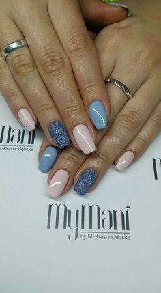 Gelish en azul, brillos azules y rosa