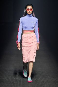 Kenzo Spring 2020 Ready-to-Wear Fashion Show Collection: See the complete Kenzo Spring 2020 Ready-to-Wear collection. Look 28 Men Fashion Show, Fashion Show Collection, Fashion Week, Star Fashion, Spring Fashion, Fashion Outfits, 2020 Fashion Trends, Fashion 2020, Runway Fashion