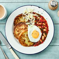 A quick and easy Potato Cakes & Homemade Beans recipe, from our authentic British cuisine collection. Find brilliant recipe ideas and cooking tips at Gousto Homemade Beans, Homemade Cake Recipes, Bean Recipes, Vegetarian Recipes, English Food, English Recipes, British Recipes, Potato Cakes, Main Meals