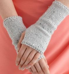 Free+Knitting+Pattern+-+Fingerless+Gloves+&+Mitts:+Sparkling+Wristers