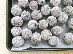 , Aussie classic no-bake lamington balls , Celebrate Australia Day with this no-bake Aussie treat! Aussie Bbq, Aussie Food, Australian Food, Australian Recipes, Aussie Christmas, Christmas Foods, Christmas 2019, Christmas Recipes, Australia Day Celebrations