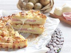 Torta+rustica+tradizionale+sbriciolata+di+patate+prosciutto+cotto+scamorza