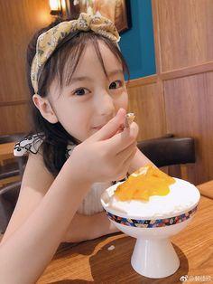 Cute Kids, Cute Babies, Kids Girls, Little Girls, Cute Baby Girl Pictures, Toddler Biting, Ulzzang Kids, Decorating Blogs, Toddler Activities