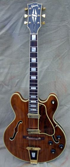 1970 Gibson Crest  http://www.google.co.ma/imgres?q=gibson+crest+guita=1=fr=firefox-a=org.mozilla:fr:official=isch=91ggaJe6uJT5HM:=http://www.vintageandrare.com/product/Gibson-CREST-1969-15617=Y9iUvmLDWEPM5M=415=991=oUtnTrqiOMP2sgbAxqDQCg=1=1259=574