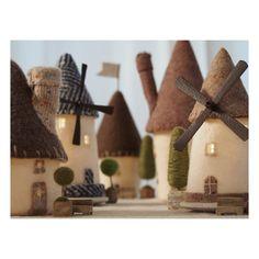 いいね!104件、コメント1件 ― Kaori Oyamaさん(@chikuchikubanban)のInstagramアカウント: 「「風車の村の家ランプ」 「森の家」や「とんがりハウス」と集合写真。 * * * #家ランプ #羊毛 #羊毛フエルト #家 #風車 #felt #wetfelt #craft…」