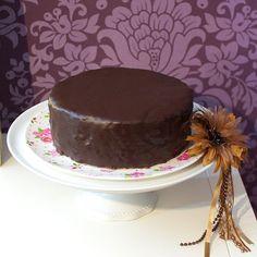 Sachertorte nach dem Sacher-Kochbuch mit Schokoladen_Rührteig und Schokoladen-Zucker-Glasur - ähnlich wie bei rosas-yummi... (aus Buch Kaffeehaus) - http://cakeinvasion.de/sachertorte/