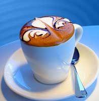 """Oog voor detail: het symbool van Firenze """"il giglio"""" in een heerlijke cappuccino"""