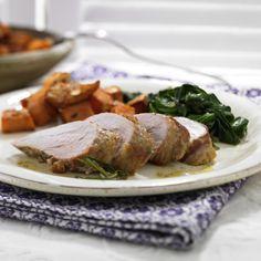 Unser beliebtes Rezept für Schweinefilet mit Süßkartoffeln und Spinat und mehr als 55.000 weitere kostenlose Rezepte auf LECKER.de.