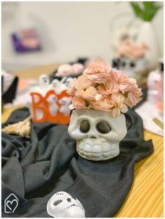 Mesa café da tarde para o Halloween Halloween, Candy Table, Napkin, Embellishments, Mesas, Spooky Halloween