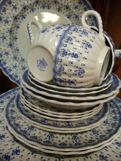 "Blue and white Spode Fleur-De-Lis. No wonder ""Spode"" is famous ~ Lovely! Blue Dishes, White Dishes, Blue And White China, Blue China, Vibeke Design, Vintage Dishes, Vintage China, Antique China, White Porcelain"