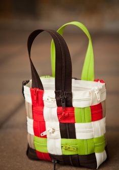 Sewing Secrets: Weave a Zipper Purse #diy #craft